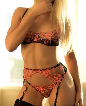 Nadiye live escort in Greensboro and erotic massage