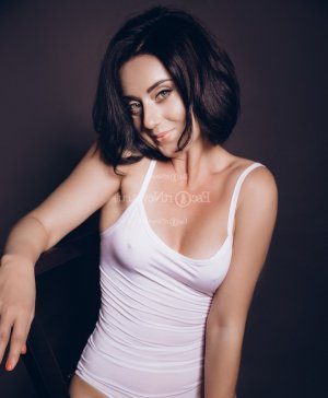 Marzia thai massage & live escort