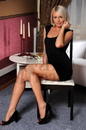 Stellina escorts in Cornelia Georgia and happy ending massage