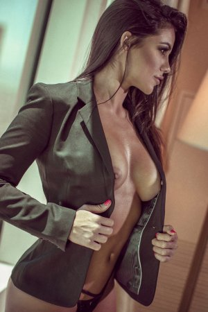 Ludivine happy ending massage and escorts